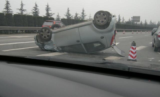 据说大部分车祸发生前 都经历过这几个瞬间