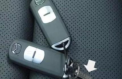新车车钥匙上带了个有数字的小铁片 一定别扔了