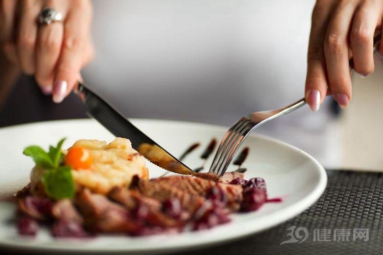 """不建议节食,但也不能多吃!7个方法止""""嘴馋"""""""