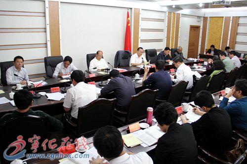 县委召开党的群众路线专题学习会议 督导组组长吴根发讲话
