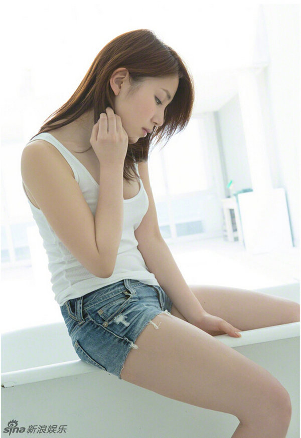 新浪娱乐讯 日本女星吉川友长相清纯可爱,似长泽雅美和新垣结衣的结合