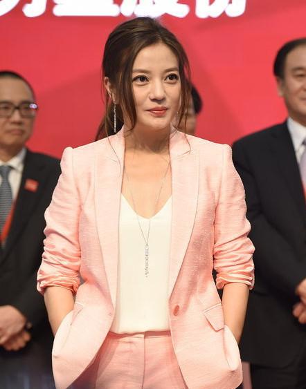 赵薇成文化公司控股股东:30.6亿拿29%股权