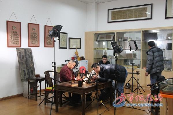 央视《传承》栏目组来宁拍摄木活字印刷术
