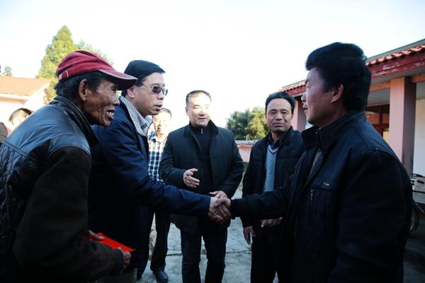 冯志农带队来宁化慰问困难归侨侨眷