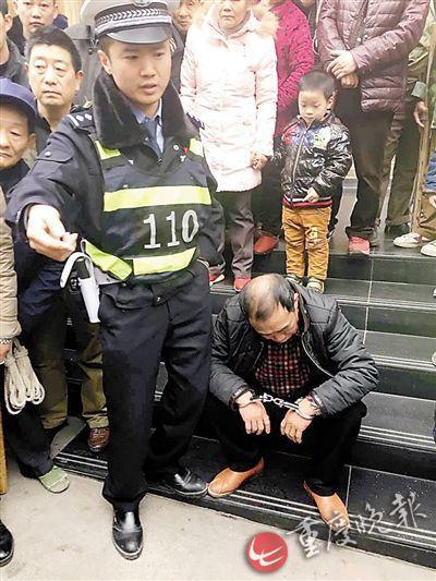 民警现场捉住嫌疑人 警方视频截图
