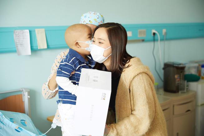 王智夫妻同心投身公益活动助力病童梦想