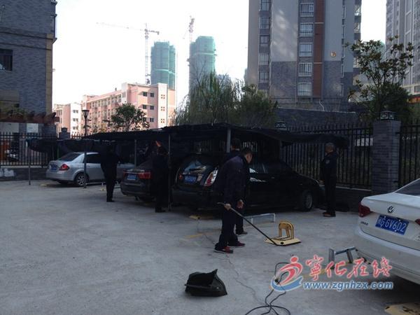 宁化10余个违章搭建停车棚被拆除