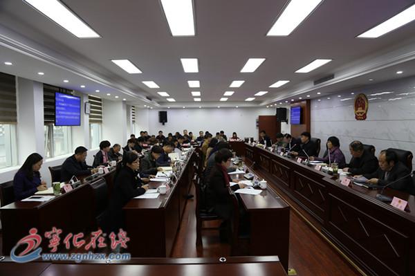 县十七届人大常委会第二次会议召开