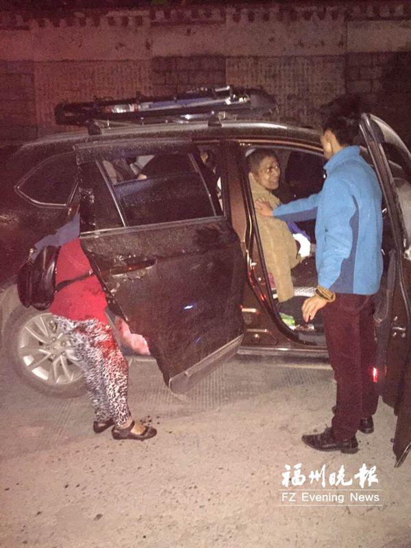 """九寨沟地震 福州4名""""驴友""""第一时间参与救援"""