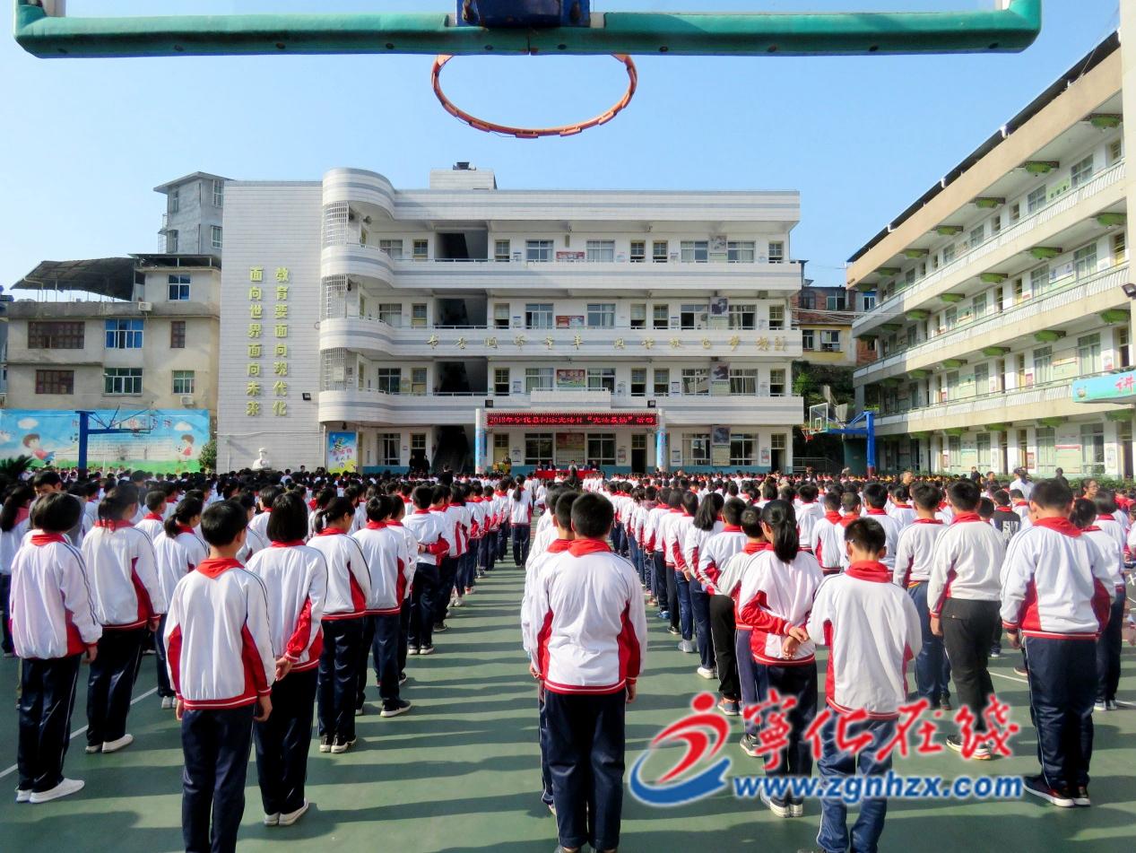 宁化2000余名师生晨读宪法