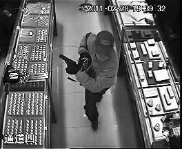 男子持枪抢劫8年后落网 警方排查上万条线索锁定