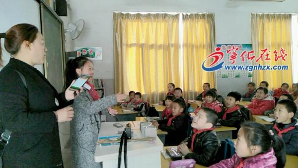 宁化红旗小学师生唱响经典诗文