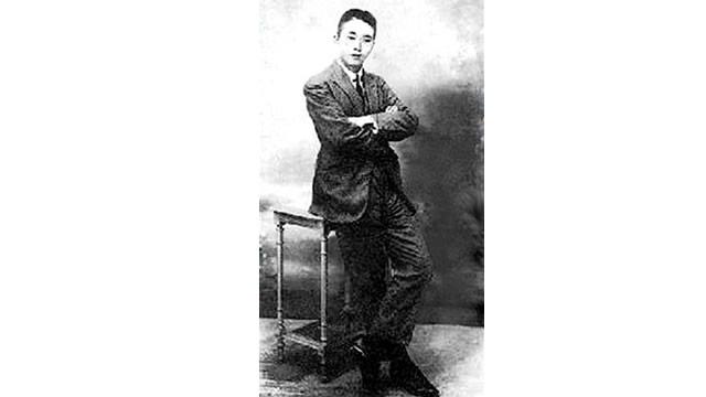他曾与周恩来共事、与邓小平同住 13岁时名扬四方