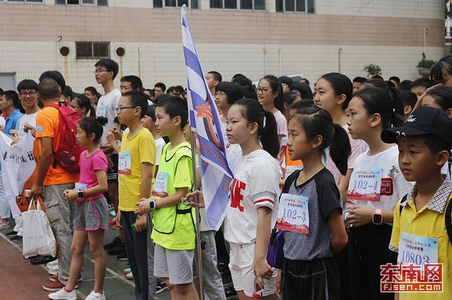 福州市中小学生定向运动锦标赛鸣枪 400余名学生参赛