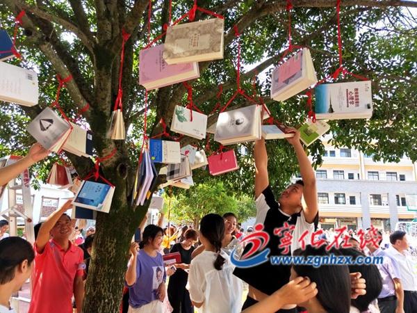 教师节,桂花树上摘新书