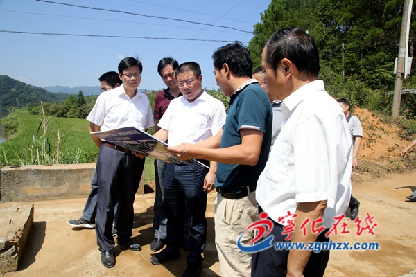 县委书记余建地调研污染防治攻坚战工作
