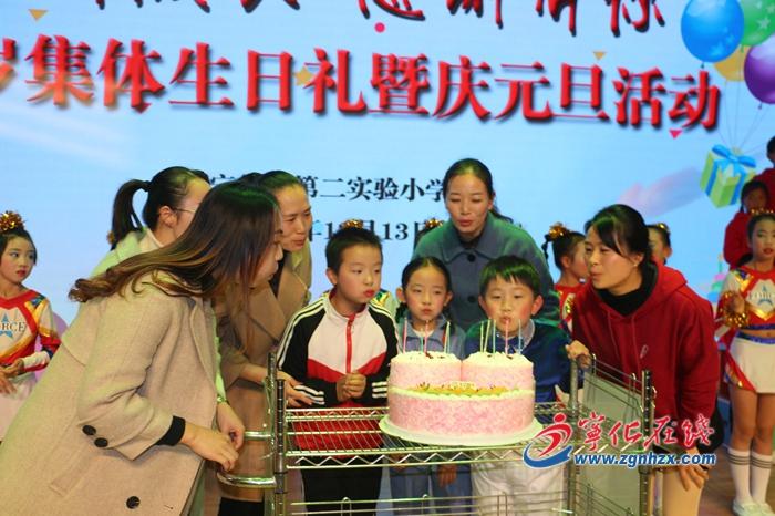 組圖︰寧化(hua)二實小380多名學生集體過生日