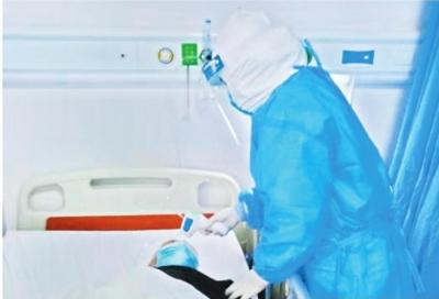 90後護士暖心守護 90歲老人痊愈(yu)在望