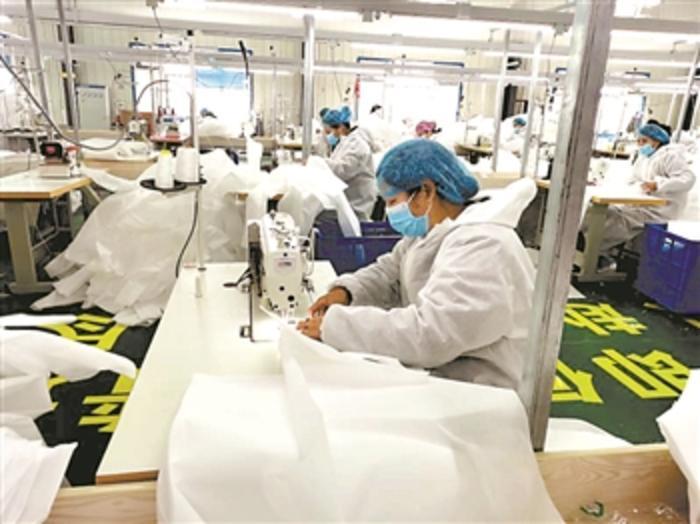 服(fu)裝(zhuang)廠(chang)12天(tian)轉產為醫療物資企(qi)業 轉產要過幾道關?