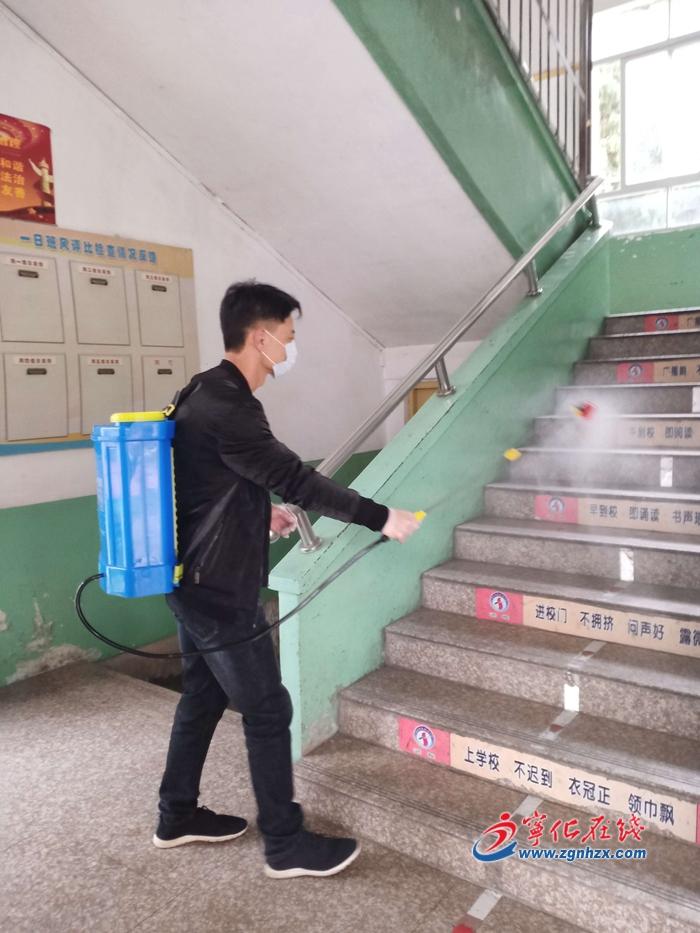 """寧化張水(shui)生︰he)從瓿耒miao),築牢校園""""防疫牆jian) width="""