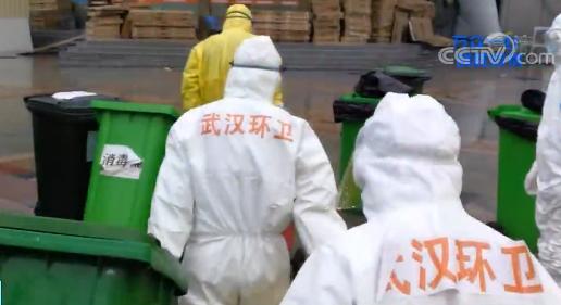 清理垃(la)圾、處理醫(yi)療廢物……他們在看不見的地方負(fu)重(zhong)前行(xing)