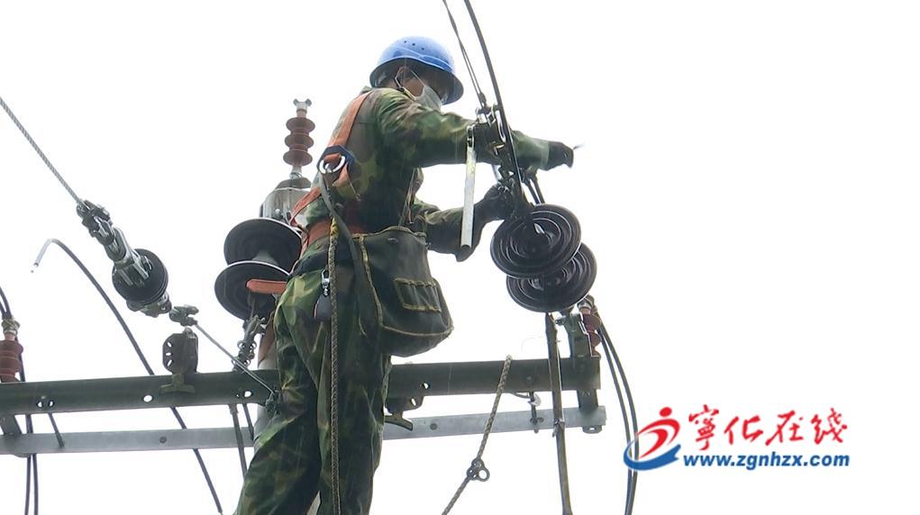 雷雨損毀線路(lu),寧化供電公司快速(su)搶修(xiu)恢復供電