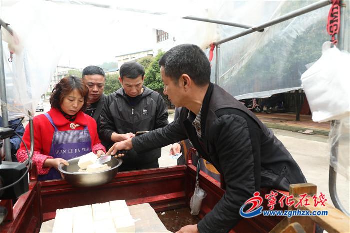 黃沾華(hua)︰一塊豆腐(fu)撐起脫貧致富夢