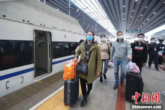 1萬多(duo)人(ren)從湖(hu)北乘(cheng)高鐵返京,誰能回?怎麼回?kan)da)案來了(liao)