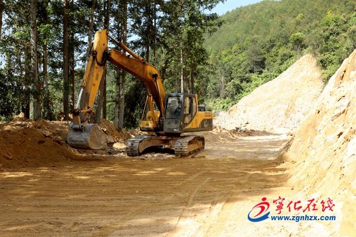 寧化石壁鎮︰加快(kuai)鄉村路網建設