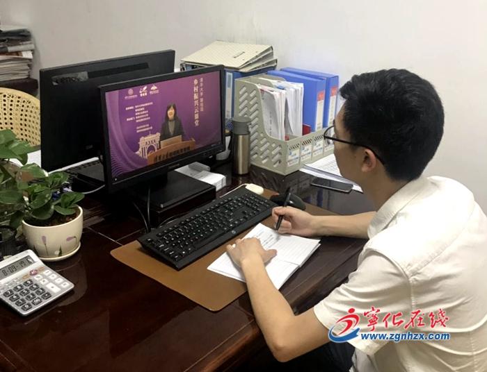 寧化(hua)縣第17期(qi)中青年干部培訓班開展(zhan)網(wang)絡培訓