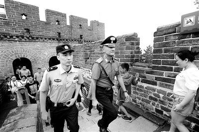 中意警方八达岭景区联合巡逻 还将赴天坛颐和园等地