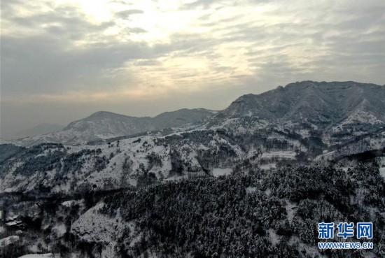 雪(xue)後豫(yu)西 銀裝(zhuang)素裹