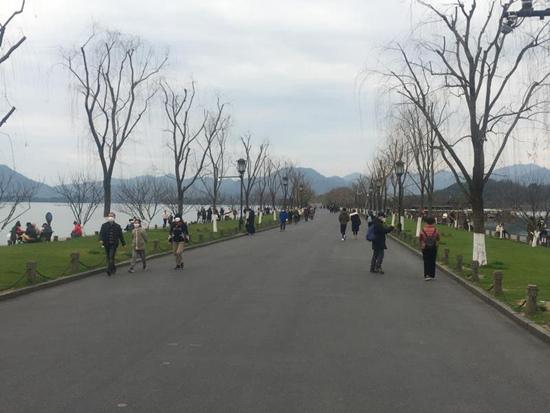 西湖景點陸續恢復(fu) 專家建議保障安全游wei)老輪鴆嬌kai)放