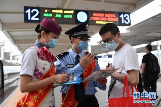 重慶鐵(tie)路開展宣傳活動助力旅客安全出行